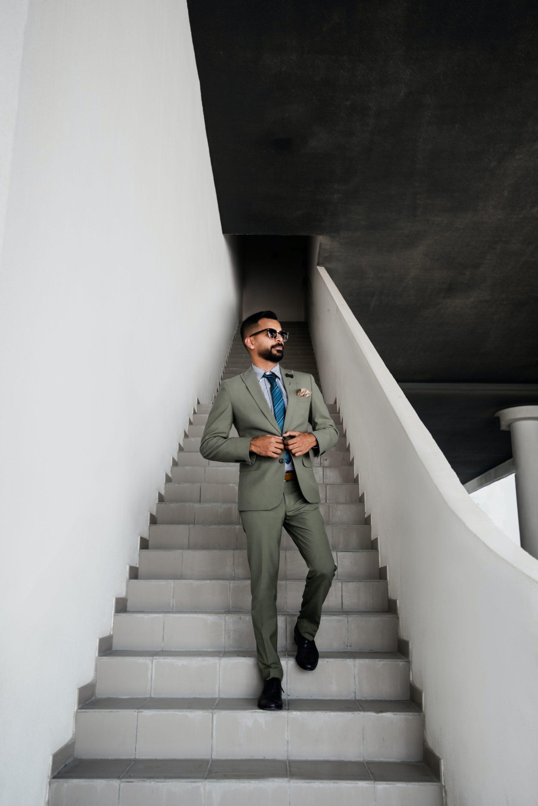 スーツ階段